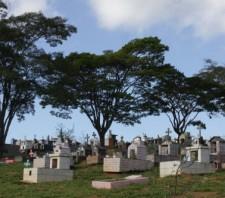 Prefeitura intensifica limpeza nos cemitérios para o Dia dos Pais