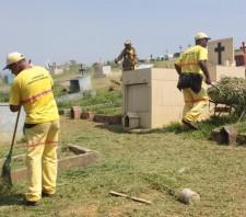 Prefeitura prepara cemitérios para visitação no Dia de Finados
