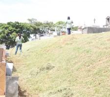 Prefeitura realiza roçagem e limpeza do Cemitério do Raffo
