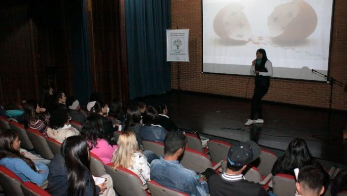 Helia Lin ministra palestra motivacional para jovens