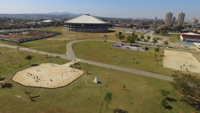 Fotografia aérea do parque max feffer, que fica em suzano. Um dos principais pontos procurados por quem procura o que fazer em suzano.