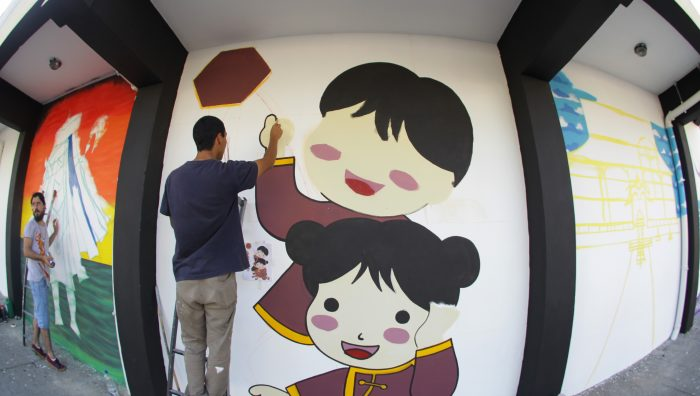 Projeto Arte Pública revitaliza muros de escola no centro de Suzano