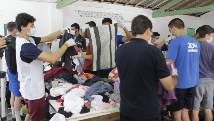 Fundo Social faz triagem de peças e dá início ao Bazar Solidário