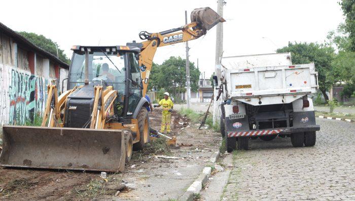 Prefeitura de Suzano faz mutirão de limpeza no Parque Maria Helena