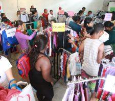 Famílias começam a receber peças doadas à Campanha do Agasalho
