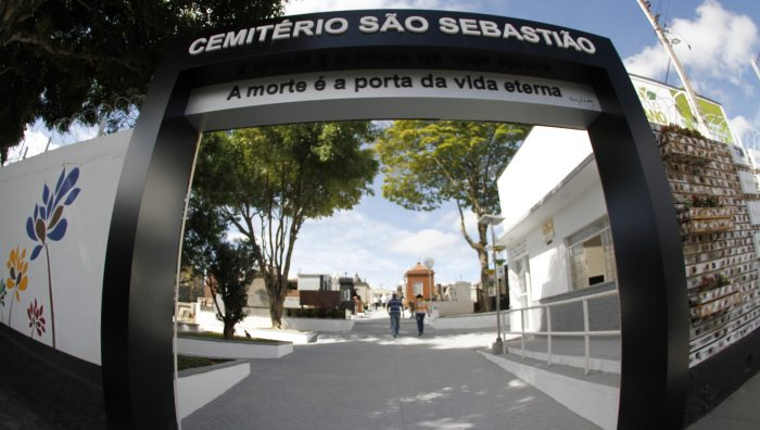 Decreto permite à Prefeitura de Suzano retirar vasos que acumulam água em cemitérios