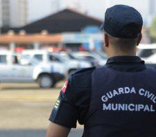 GCM prende acusado de traficar drogas perto de escola em Palmeiras