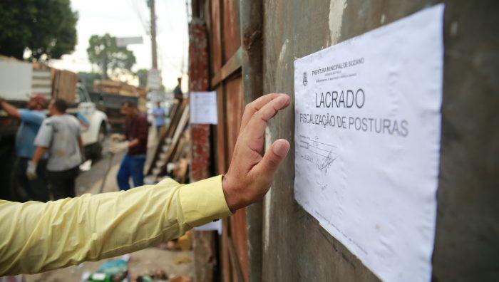 Fiscais voltam a fechar ferro-velho irregular no Parque Maria Helena