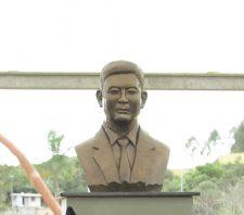 Ex-prefeito Pedro Miyahira é homenageado com busto na Praça Sol Nascente