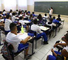 Prefeito autoriza pagamento da Evolução Funcional aos profissionais da Educação