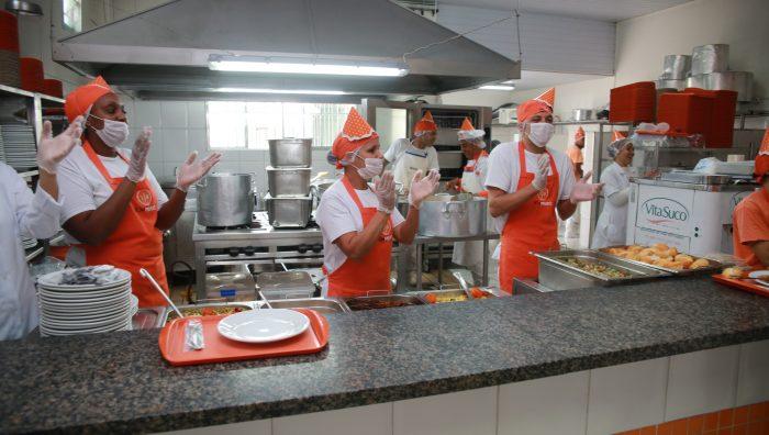 Prefeito participa do aniversário de sete anos do Bom Prato de Suzano