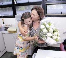 Servidora completa 50 anos na Prefeitura de Suzano e recebe homenagem