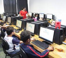 Escola municipal de Palmeiras começa a ter aulas de informática e robótica