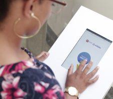 Totens para pesquisa de satisfação são implantados em postos de saúde