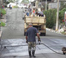 Obras de recuperação asfáltica têm continuidade na Vila Fátima