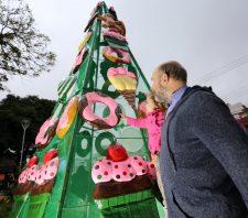 Praça dos Expedicionários recebe decoração de Natal