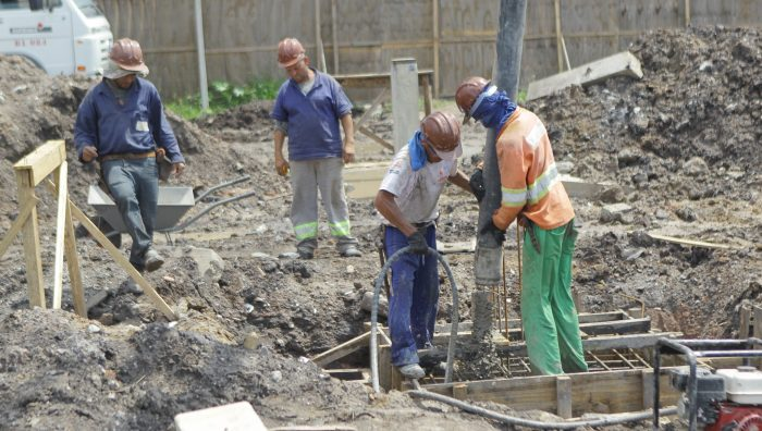 Prefeito vistoria obras do Hospital Federal e de prolongamento da rua Sete de Setembro