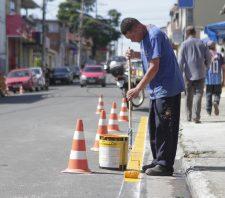 Secretaria de Transporte intensifica trabalhos de sinalização em ruas e avenidas