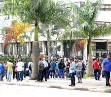Primeiro dia de pré-seleção para 600 vagas de emprego atrai mais de 2 mil candidatos