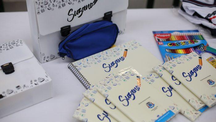 Prefeitura de Suzano dá início à entrega de kits de uniforme e de material escolar