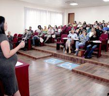 Procon de Suzano aborda sobre direitos do consumidor durante palestra