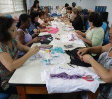 Oficina de customização de roupas reúne 20 participantes no Saspe