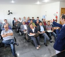 Planejamento Urbano apresenta avanços da pasta a corretores de imóveis