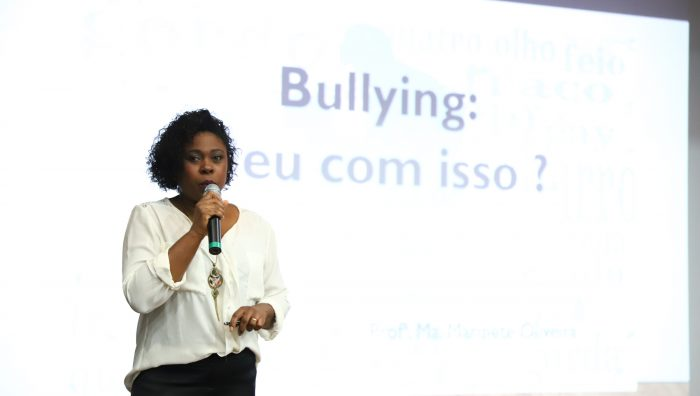 Cineteatro recebe palestra sobre bullying para servidores e população em geral