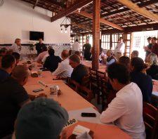 Prefeito de Suzano se reúne com empresários da região de Palmeiras