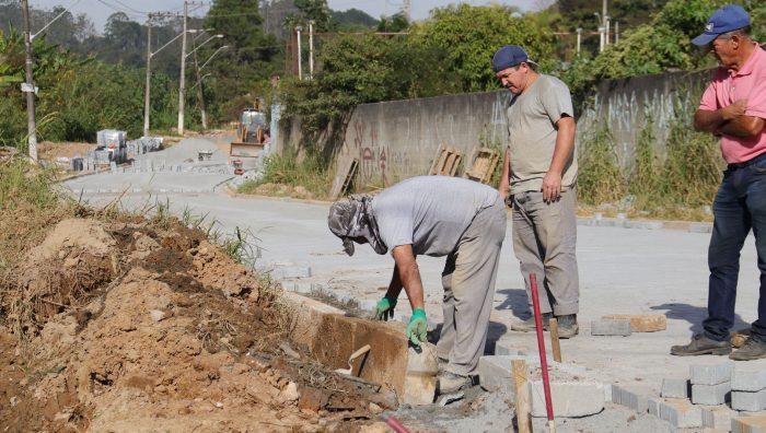 Revitalização do entorno da Igreja do Baruel entra na fase final de pavimentação