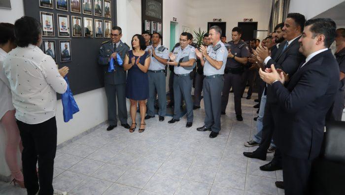 Prefeito de Suzano participa de homenagem a ex-comandantes do 32º Batalhão