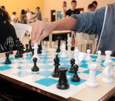 Parceria garante aulas gratuitas de xadrez à população