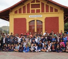 Suzano leva mais de 200 crianças para passeio de Maria-Fumaça