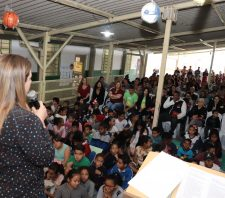 Escola municipal de Palmeiras dá início oficial ao projeto 'Educando Pelo Esporte'