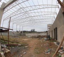 Instalação de estrutura para cobertura é concluída no Centro de Iniciação ao Esporte