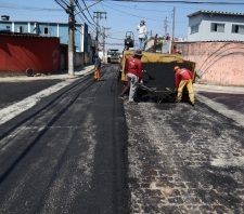 Aplicação de novo asfalto na rua Turmalina chega ao fim nesta terça-feira