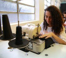 Escola da Moda tem 40 vagas no curso Bordado em Pedraria