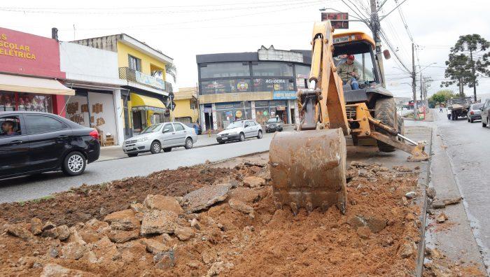 Revitalização de canteiro central da avenida Jaguari entra na última fase