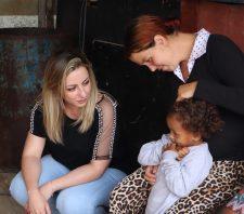 Primeira-dama entrega kits às gestantes por meio do projeto Cegonha da Solidariedade
