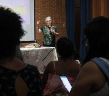 Promotoras Legais Populares recebem fundadora do curso