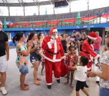 Mega Natal Artesanal é marcado pela chegada do Papai Noel e apresentações