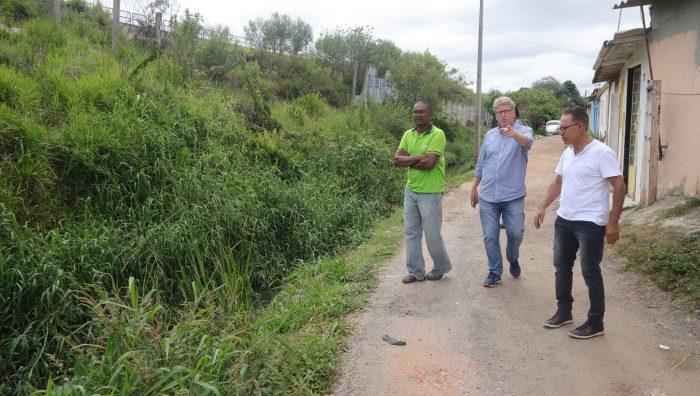 Córrego e sistema de drenagem do Jardim Belém passam por vistoria