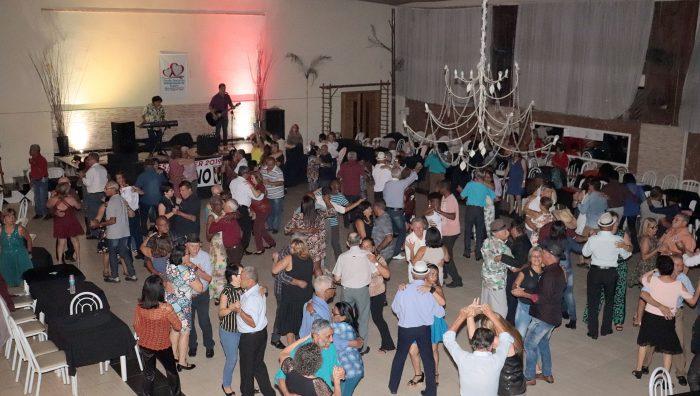 Baile da Melhor Idade arrecada mais de 400 fraldas geriátricas