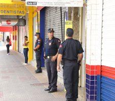 GCM sai às ruas para fiscalizar fechamento de estabelecimentos não essenciais