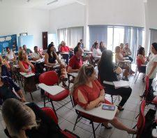 Educadores participam de oficina sobre estresse no ambiente de trabalho