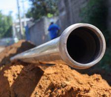 Rua da Vila Sol Nascente começa a receber redes de água e esgoto
