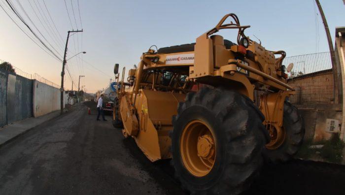 Estrada Fazenda Viaduto começa a ganhar asfalto novo
