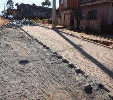 Prefeito de Suzano acompanha obras de pavimentação no Jardim Brasil