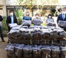 Fundo Social recebe cobertores da Acoris e dispensador de álcool em gel do Rotary