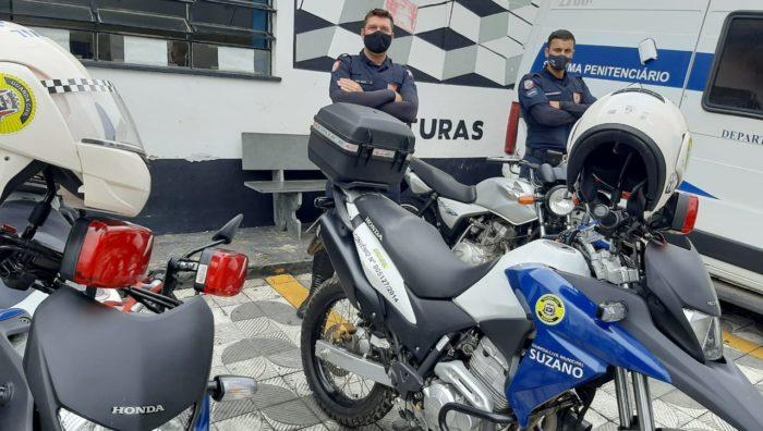 GCM apreende moto com placa adulterada e detém acusado de tráfico de drogas